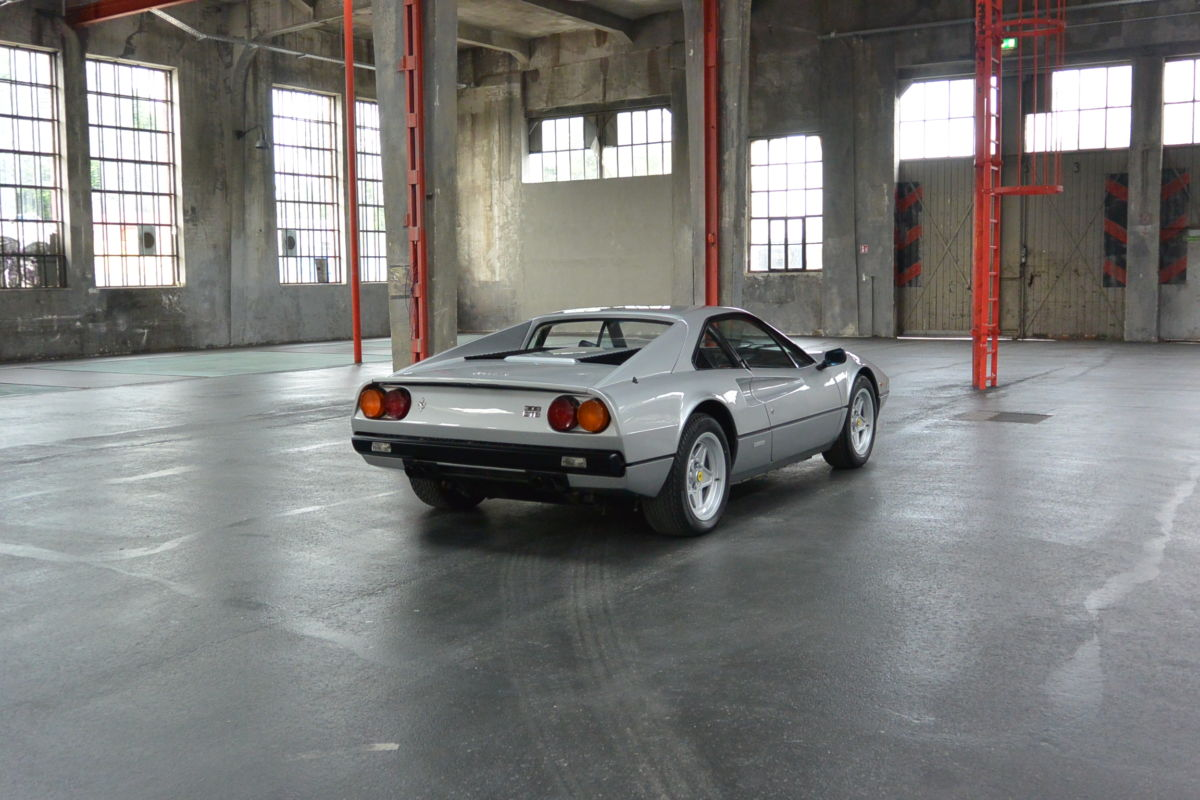 Monaco Motors München - Ferrari - Luxusautos - silber